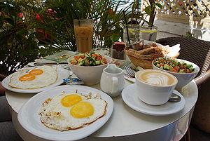 קרדיולוגים: לאכול ביום ולא בלילה