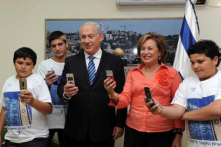 הישראלים אוהבים לְהִתְנַדֵב ולִתְרוֹם