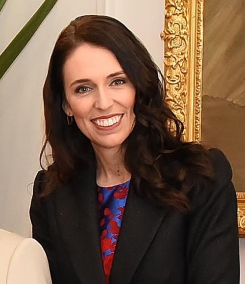 רֹאשַת ממשלת ניו זילנד ילדה בת