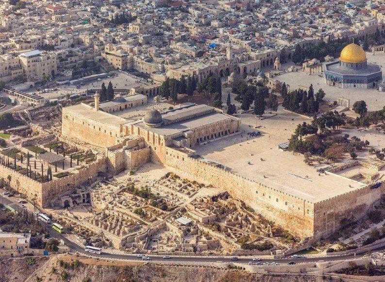 """כתובת אבן עם המילה """"ירושלים"""""""