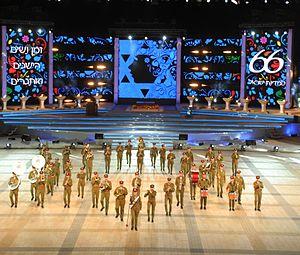 מַצְדִיעִים לרוח הישראלית